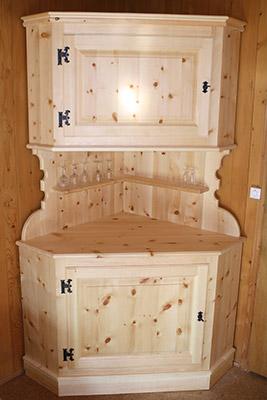 Möbel, Rustikaler Schrank